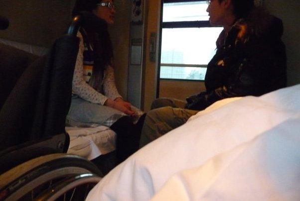 Ausschnitt Rollstuhl im Viererabteil